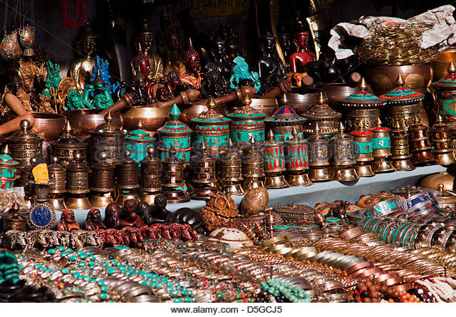 craft-and-brassware-display-thamel-chowk-kathmandu-d5gcj5.jpg